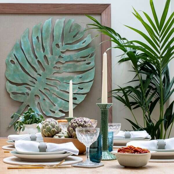Natural leaf wall sculpture in dining room