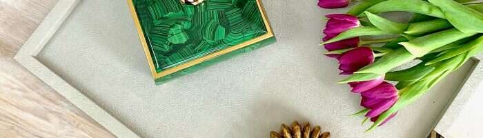 Malachite-sophie-box-on-display-tray